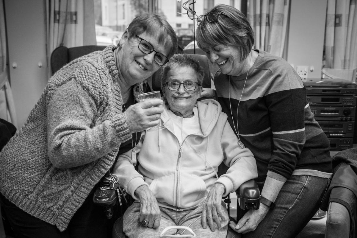 I photographed my mum's COPD journey | British Lung Foundation