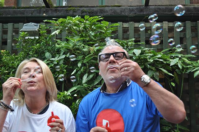 Amanda Redman and Ray Winstone bubbles 2