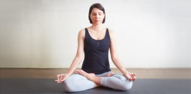 Sadie Frost practises yoga for lung health