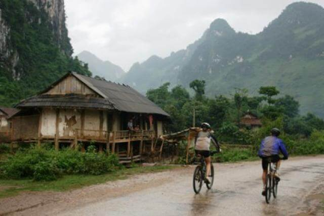 Cyclists on Vietnam - Cambodia cycle